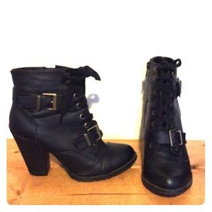 Lace and buckle boot